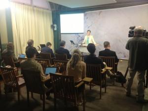 På presskonferens i Rosenbad om mobiltäckning.