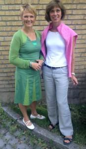 Anna-Karin Hatt och Ulrika Carlsson utanför IT-gymnasiet i Sundbyberg